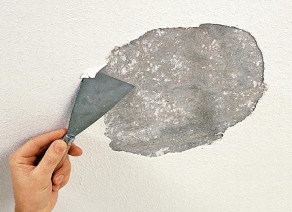 Очистка потолка или стены от побелки