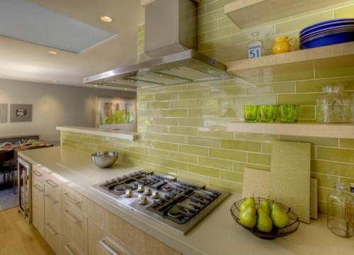 Укладка плиточного фартука на кухне