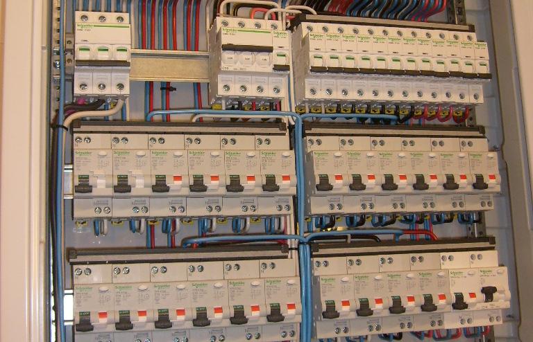 Услуги электрика расключение щита поинтересоваться службы